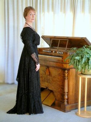 Anne Page, Harmonium